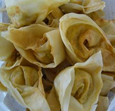 : Pangsit goreng: delicious fried won-ton filled with minced meat and . Appetizer Recipes, Snack Recipes, Cooking Recipes, Indian Food Recipes, Asian Recipes, Yummy Snacks, Yummy Food, Sushi Love, Food Vans