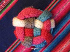 Breiproject.Haarlem: Leuke bal om te breien....(niet moeilijk !) Binky, Baby Born, Baby Knitting, Knitwear, Quilts, Haken Baby, Interior Design, Home, Balls