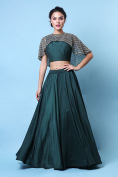 Emerald green Crop top skirt with heavy pearl and handmade work cape. Wedding Lehenga Designs, Kurti Designs Party Wear, New Dress Pattern, Designer Anarkali Dresses, Lehnga Dress, Indian Gowns Dresses, Dress Indian Style, Dress Neck Designs, Indian Designer Outfits