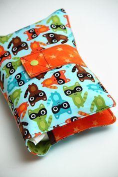 Funda para guardar pañales y toallitas, estupenda para tenerla a mano en el bolso cambiador.