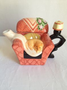 Cat on Couch Tea Pot by PrimeAntiques on Etsy, $15.00 ~~ too late, sold. Want it!