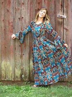 Medeival style stretch waist soft blue green and brown print crinkle maxi from Spain. Super flowy and textural. Model is shown wearing size S. Green And Brown, Blue Green, Blue Bayou, Crinkles, Size Model, Spain, Tunic, How To Wear, Vintage