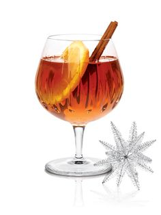 10 hot winter cocktails: Tea-Quila (tequila, hibiscus tea bag, cinnamon, basil) #cocktails #holiday