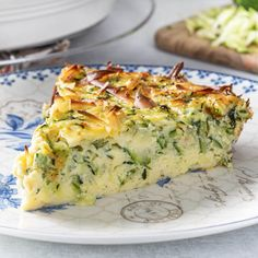 Recipes Breakfast Low Carb This Zucchini quiche promises rich custard filling, delicate zucchini flavor, herbs, and saltiness from smoked gouda cheese - a winning combination! Vegetarian Quiche, Low Carb Vegetarian Recipes, Vegetable Recipes, Cooking Recipes, Healthy Recipes, Keto Recipes, Healthy Baking, Vegetable Quiche, Vegetable Dishes