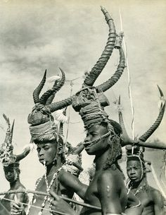 From Parures Africaines; text by Denise Paulme and Jacques Brosse, photographs by M. Huet [et. al], 1956