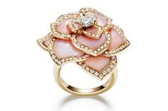 Pink gold and pink opal Rose Passion ring by Piaget, worn by Sarah Paulson at the 86th Annual Academy Awards.