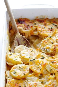 Cheddar Parmesan Scalloped Potatoes Everyone likes a good potato casserole, but you will love this recipe for Cheddar Parmesan Scalloped Potatoes. Believe it or not, but these cheesy scalloped potatoes are actually lighter than the traditional recipe. Potato Sides, Potato Side Dishes, Side Dishes For Pasta, Holiday Side Dishes, Main Dishes, My Favorite Food, Favorite Recipes, Scalloped Potato Recipes, Gold Potato Recipes