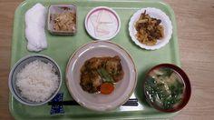 10月16日。魚の揚げおろし煮、じゃが芋と牛肉の韓国風炒め、蓮根とささ身のサラダ、小松菜味噌汁、梨でした!魚の揚げおろし煮が特に美味しかったです!591カロリーでした