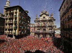 El Ayuntamiento de Pamplona durante el tradicional Chupinazo