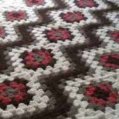 Ravelry: Diagonal Granny Square Baby Blanket pattern by Sari Siutti Crochet Flower Squares, Granny Square Crochet Pattern, Afghan Crochet Patterns, Crochet Afghans, Crochet Blankets, Crochet Granny, Easy Crochet Hat, Crochet Ideas, Crochet Baby