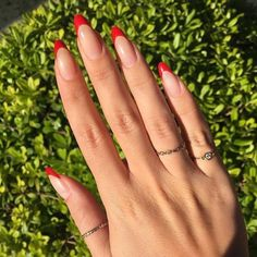 For those who like delicate nail design, Stiletto Nails are becoming a trend! More and more women choose this Stiletto Nail Designs! As far as nail art is concerned, stiletto style nails is a good reflection. They are basically elliptical, but at t French Tip Acrylic Nails, Almond Acrylic Nails, Cute Acrylic Nails, Acrylic Nail Designs, Almond Nails Red, Red French Manicure, Colored French Nails, Almond Nail Art, Red Nail Designs