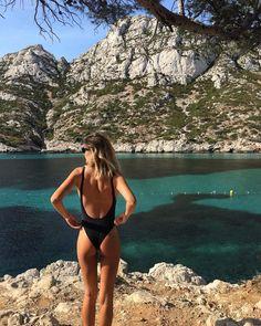 Pretty teen girl holding coconur while she is at the beach in seductive bikini swimwear. The Beach, Beach Babe, Summer Beach, Summer Pictures, Beach Pictures, Girl Pictures, Summer Feeling, Summer Vibes, Adventure Aesthetic