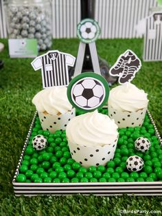 Soccer Birthday Party Sporty and Active : Soccer Themed Birthday Parties. outdoor party,party for boys Soccer Birthday Parties, Birthday Party Desserts, Football Birthday, Soccer Party, Cupcake Party, Football Soccer, Birthday Cupcakes, Sports Party, Themed Cupcakes