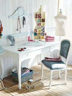 Sewing Spaces, Sewing Rooms, Shabby Chic, Sewing Room Decor, White Furniture, Beauty Room, Small Spaces, Desk, Interior Design
