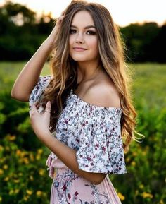 24 Ideas photography women poses portraits senior photos for 2019 Fotoshooting Haare und Mode Photography Senior Pictures, Portrait Photography Poses, Photography Poses Women, Fashion Photography Inspiration, Photography Ideas, Photography Accessories, Portrait Inspiration, Photography Lighting, Photography Courses