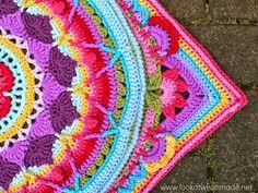 Paso a paso en fotos para tejer con ganchillo alfombra con diseño mandala en bellos colores