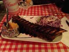 If you're in the mood for meat, and lots of it, Amadeo is the place to be: all-you-can-eat spare-ribs! In the past sometimes a bit dry, sometimes a bit too fat, but lately I've had nothing but perfect ribs.