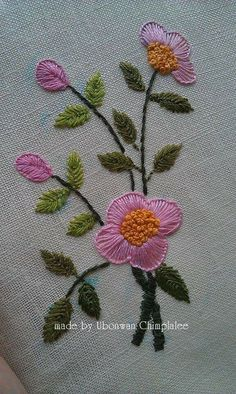 new brazilian embroidery patterns how to do brazilian embroidery stitches Discover thousands of images about embroidery for gift card Hand Embroidery Flowers, Simple Embroidery, Learn Embroidery, Embroidery Fabric, Hand Embroidery Designs, Floral Embroidery, Embroidery Patterns, Brazilian Embroidery Stitches, Embroidery Stitches Tutorial