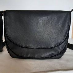 Sylvie sur Instagram: J'ai cousu le premier sac de l'année 2021 pour moi. Modele Musette de #sacotin, une valeur sûre, un sac relativement rapide à faire. Simili…