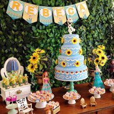 Você vai fazer a sua Festa Infantil Frozen baseado no filme Frozen Fever? Olha que linda inspiração! Imagem da empresa Festa Clean.