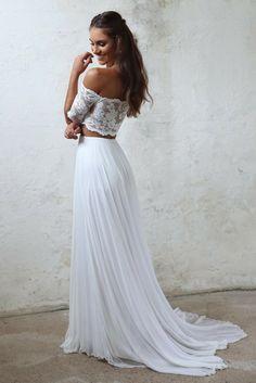 vestidos de novia sencillos, vestido de dos piezas, parte superior de encaje y falda en plisado, vestido en estilo ibicenco