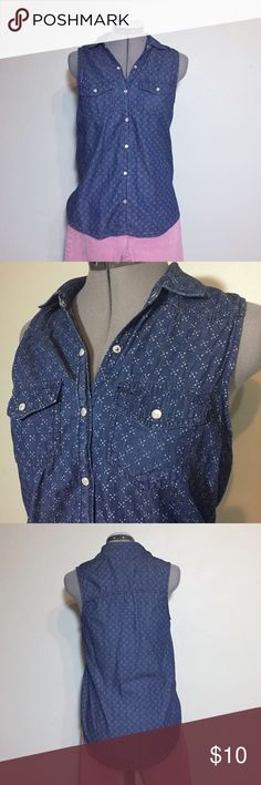 """Mudd Chambray Snap Front Sleeveless Blouse Top Mudd Chambray Snap Front Sleeveless Blouse Top. Size S measures flat: 18"""" across chest, 27"""" long back, 25"""" long front. Pearlescent Snap Front closure. 100% cotton. 702/50/070817 Mudd Tops Button Down Shirts"""