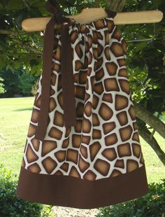 giraffe pillowcase dress for my Maddie! Toddler Outfits, Kids Outfits, Giraffe Print, Giraffe Party, Fall Dresses, Dresses 2014, Little Mermaid Parties, Diy Clothing, Sewing For Kids