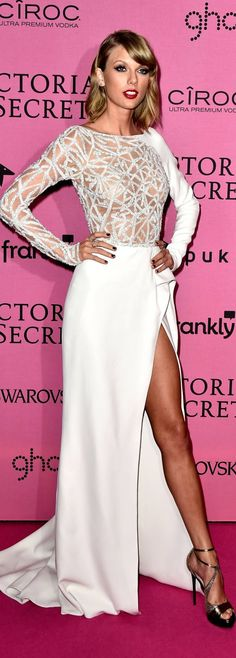Taylor Swift in Zuhair Murad at Victoria's Secret's After Party / Dec 2014 http://claudiabassoboutique.com.br/