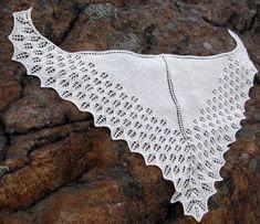 Ravelry: Lumi pattern by Suvi Heikkilä Shawl Patterns, Knitting Patterns, Ravelry, Knitted Shawls, Knitting Projects, Free Pattern, Knit Crochet, Scarfs, Crescent Shape