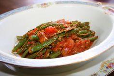 Vagem com alho, tomate e anchovas – O Mundo Culinario de Bia Flores