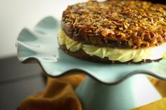Bienenstich Kuchen - The German Bee sting cake with Almonds and honey and a soft as clouds pastry cream.