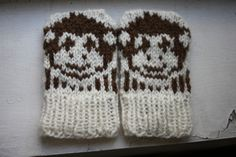 Ravelry: Mini Motif Baby Mittens pattern by Lynnette Hulse