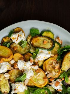 Recipe: Courgette salad with ricotta, almonds and mint - Rezept: Zucchinisalat mit Ricotta, Mandeln und Minze Zucchini salad with ricotta, almonds and mint, pepper - Healthy Pasta Recipes, Healthy Pastas, Salad Recipes, Vegetarian Recipes, Healthy Grilling, Grilling Recipes, Cooking Recipes, Ricotta, Pizza Weight Watchers