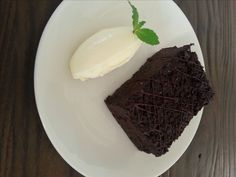 This week we bring you an old favourite turned into a deliciously decadent low carb treat, perfect for special occasions and also a hit with the kids - the ultimate chocolate brownie! Sugar Free Recipes, Low Carb Recipes, Sweet Recipes, Paleo Recipes, Ketogenic Desserts, Chocolate Brownies, Low Carb Keto, Lchf, Sweet Treats