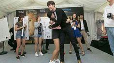 """Promoción de su película """"Master"""" en Singapur  #KimWooBin"""