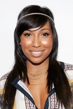 Gorgeous, shimmery neutral makeup on Melanie Fiona