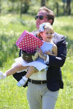 Princess Leonore, accompanied by her parents Princess Madeleine and Christopher O'Neill, is on her first visit to her duchy Gotland. Princess Estelle, Crown Princess Victoria, Royal Princess, Prince And Princess, Little Princess, Swedish Royalty, Baby Blue Dresses, Royal Engagement, Save The Queen
