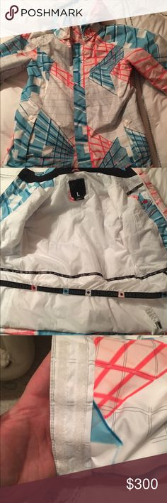 Oakley snowboarding jacket! Never been used snowboarding jacket! Size large. Great, stylish, Oakley snowboarding jacket. Originally bought for $650. Thought I was going to use it for the upcoming season and blew my knee out...so no need for it anymore. Selling for $300. If you know anything about jackets like this, you know that this is a steal! Oakley Jackets & Coats Ski & Snowboard