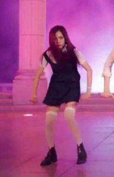 Jisoo BlackPink 😂 I still love her Memes Blackpink, Funny Kpop Memes, Kpop Girl Groups, Korean Girl Groups, Kpop Girls, Meme Faces, Funny Faces, K Pop, Blackpink Funny