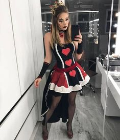 30 Women's Halloween Costume Ideas to Wear in 2019 – Growing Up Badass Halloween Costumes, Halloween Kostüm, Couple Halloween, Halloween Outfits, Masquerade Halloween Costumes, Queen Of Hearts Costume, Queen Of Hearts Makeup, Queen Costume, Halloween Kleidung