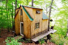 Have you ever considered living in a tiny house? Here are 19 tiny house plans that will make you live like a king in a small house. Tiny Cabins, Cabins And Cottages, Small Cottages, Tiny House Movement, Cabin In The Woods, Forest House, Forest Cabin, Small Places, Tiny Spaces