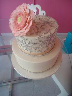 TIER Luxury Cakes: Beautiful dress-inspired wedding cake! www.tierluxurycakes.com