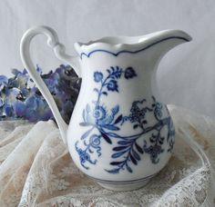 Vintage Zwiebelmuster Meissen Blue Onion Creamer by GSaleHunter