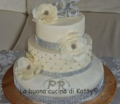 Torta per festeggiare 25 anni di matrimonio di una coppia for Regali per 25 anni di matrimonio amici