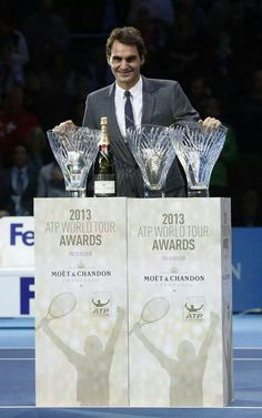 Arthur Ashe Humanitarian Award (2nd time), Stefan Edberg Sportsmanship Award (9th time) and Fans' Favourite Award (11th successive year). Maybe not such a bad year after all!
