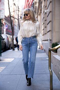 10 Cool Style A Romantic Blouse http://www.ysedusky.com/2017/03/15/10-cool-style-a-romantic-blouse/