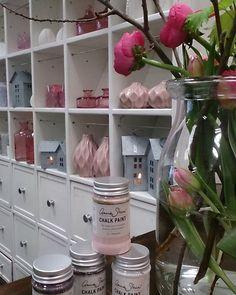 .. bring den Frühling in deine Wohnung... #umgarnerei #anniesloanchalkpaint™ #chalkpaint #shabbychic #shabby #bamberg #franken #diy #anniesloanstockistgermany #anniesloan #rose #antoinette #dänischesdesign