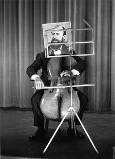 Cellist Maurice Baquet - photographed by Robert Doisneau Robert Doisneau, Henri Cartier Bresson, Black White Photos, Black And White Photography, Maurice Baquet, No Face, Street Photography, Creative Photography, Cello Photography