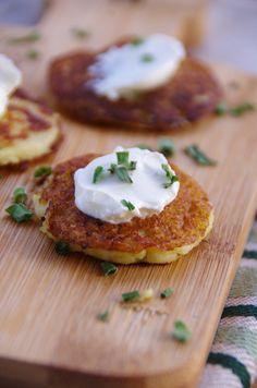 La pomme de terre! Qui n'aime pas les pommes de terre? J'adore! Sous toutes les formes! Aujourd'hui, j'ai choisi de faire des petits blinis à déguster à l'apéro ou avec une jolie salade du jardin! En effet, pour le défi lançé par Prince de Bretagne et...