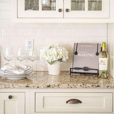 Cool 53 Stylish White Kitchen Backsplash Design Ideas. More at https://homedecorizz.com/2018/03/18/53-stylish-white-kitchen-backsplash-design-ideas/